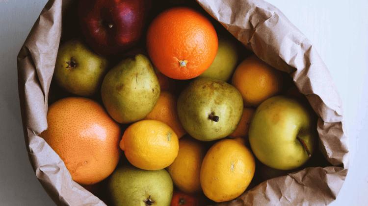 manzanas peras cítricos